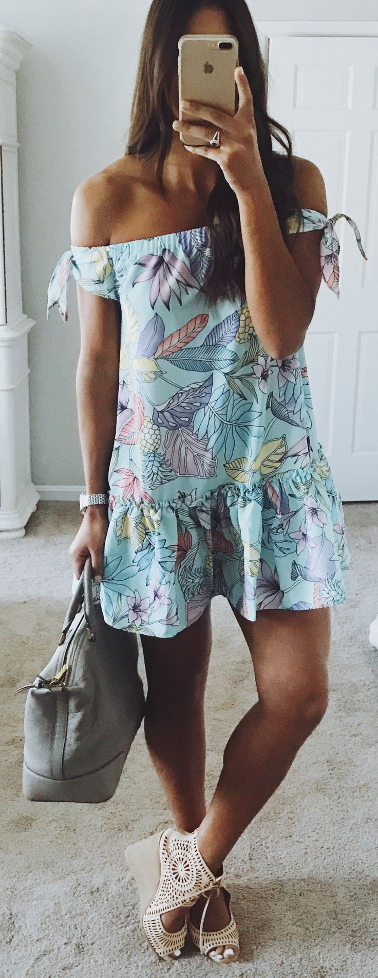 Blue Flower Printed Dress & Grey Tote Bag & Beige Pumps