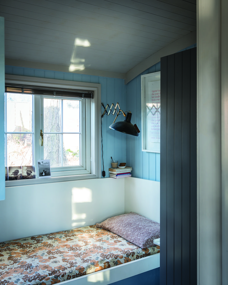 Small bedroom decorating ideas to help you utilise your ...