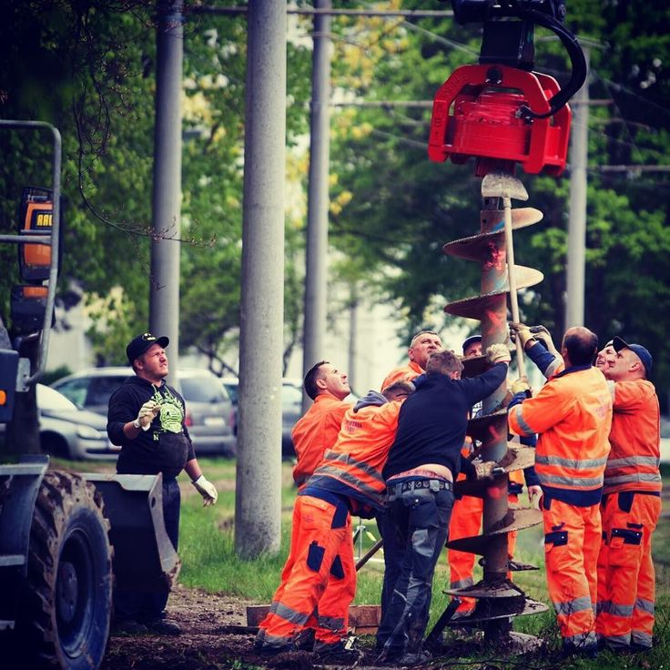 #teamwork #working #bestfriends #linz #igerslinz #linzag #baustelle #linzpictures #team #work #construction #oil #fracking #energy #search #ölfeld #outdoor #diggin #searching #opec #urfahr