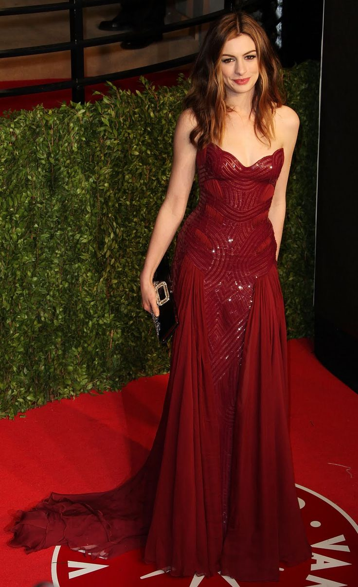 2011 Academy Awards - Anne Hathaway in Atelier Versace