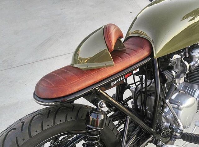 "732 Likes, 21 Comments - Jacinta Siracusa (@moto_doll) on Instagram: ""This is what I want for my #thruxton Looking for a custom seat with a removable cowl for a 2up…"""