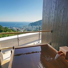 静岡県の熱海温泉の旅館熱海月右衛門の一番の魅力は景色() 貸切の露天風呂からは熱海の市街地を一望 夕食の伊勢えびのお造りは身がぷりっぷりしていて美味しいですよ おすすめの旅館です tags[静岡県]