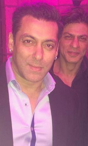 Selfie time ! Check out Salman Khan and Shah Rukh Khan's Selfie !