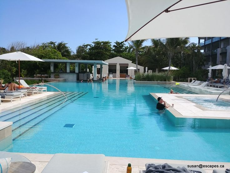 Unico 2087, quiet pool with swim up bar