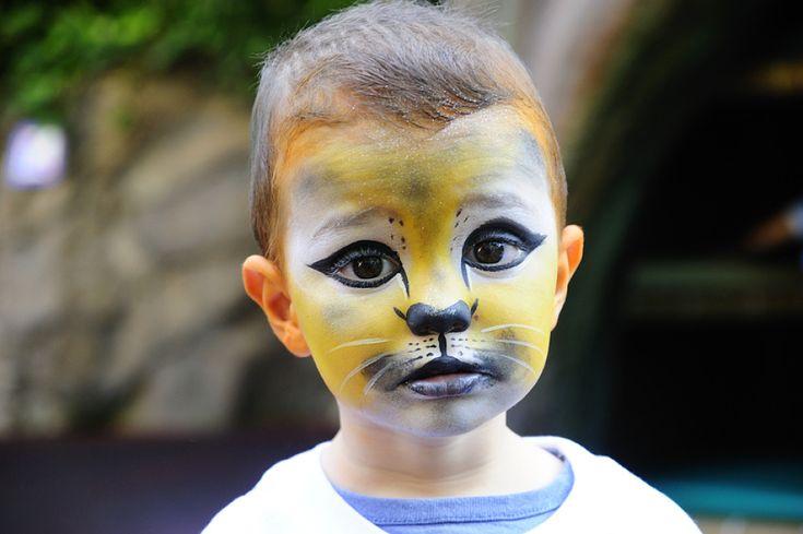 Maquillage : vous mettez vos enfants en danger