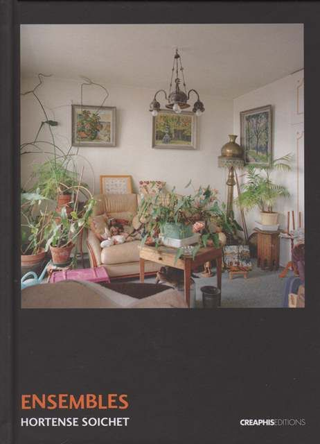 Des vues des nombreux intérieurs d'appartements sociaux de quatre villes françaises : Montreuil, Colomiers, Carcassonne et Beauvais ; photos en couleurs.
