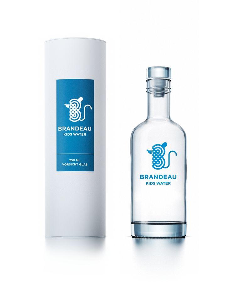 http://www.brandeau.ch I Brandeau Kids Water. Blue Edition. Stylish swiss glasbottles to refill tap water at home or in the office. #brandeau#brandeaubottles #wasser #water #wasserflasche#wassertrinken #wassergenuss #hahnenwasser#stilleswasser #flasche #karaffe #wasserkaraffe#glasflasche #schweizerwasser #tapbottle #tapwater#bottledesign #design #waterbottledesign #waterbottle#kidsbottle #kidswater #kids #packaging #packagingdesign#verpackung #verpackungsdesign