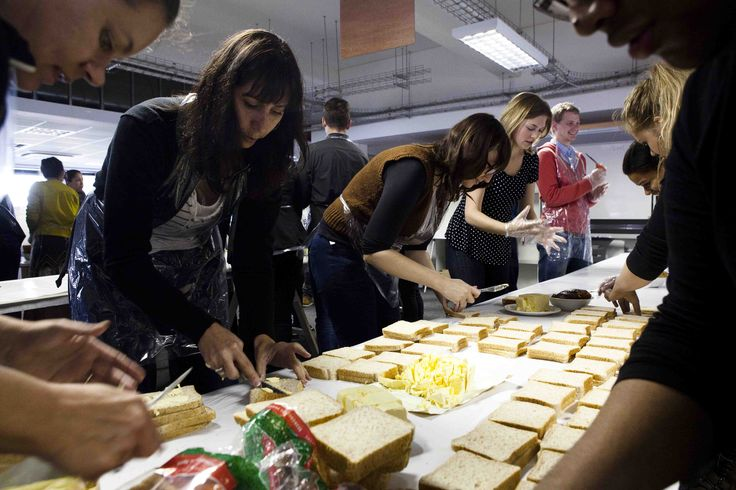 This Mandela Day, employees of New Media Publishing in Cape Town swopped their keyboards and storyboards for peanut butter and jam. In just 67 minutes, volunteers from the leading content marketing company made over 3000 sandwiches, which were collected by FoodBank and distributed to needy South Africans.