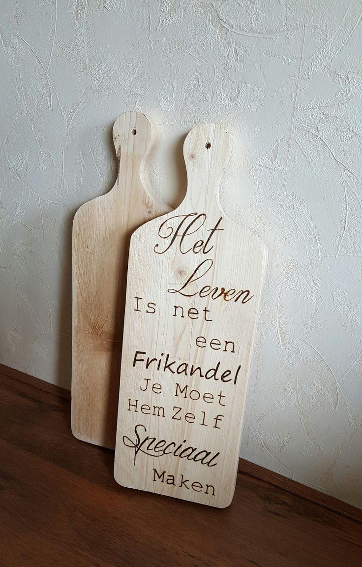 Broodplank met tekst Het leven is net een Frikandel