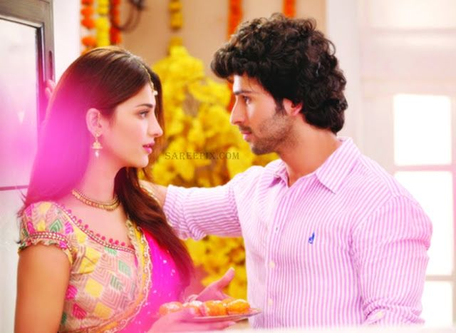 Shruti-hassan-beautiful-half-saree-Ramaiya-vastavaiya-movie