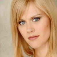 Janet Varney of Nerdist.com's The JV Club - Giggle Goddess this week!
