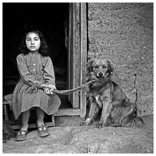 """""""Niña con perro"""" - Hernán Díaz"""