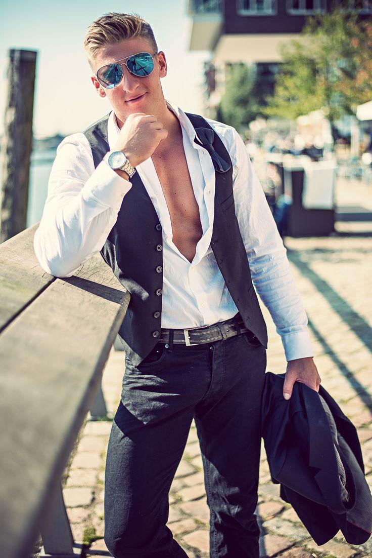 Male Model Fashion City Photoshooting: Robyn Location: Hafencity Hamburg / Germany