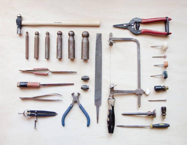 Si debiese elegir objetos que me encantan elegiría mis herramientas 💚 no están todas todas en la foto, en realidad son poquísimas las que faltan pero todas son muy apañadoras... poco a poco iré aumentando el arsenal 😊🔧🔨  .  .  .  .  .  #herramientas #outils #tools #instachile #artesaniachilena #hechoenchile #madeinchile #chilegram