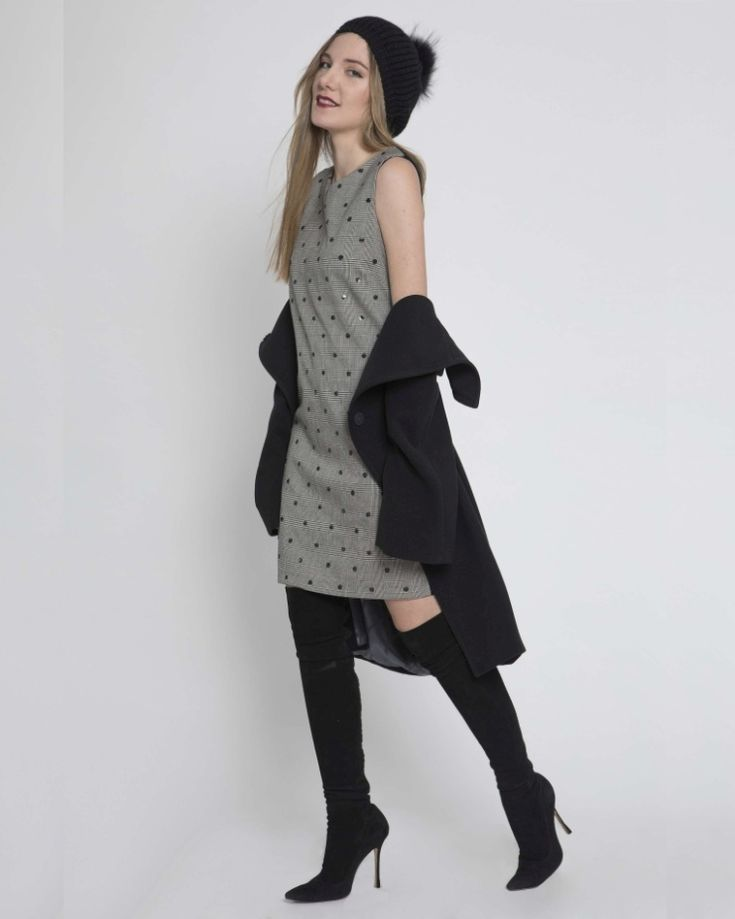 Isaiasshops #Iscollection #wintercollection #lookbook #photoshoot #funytime  #slimline #yourline #straightdress #grey #polkadot #coat #grey #shockboots #blackcap #cute