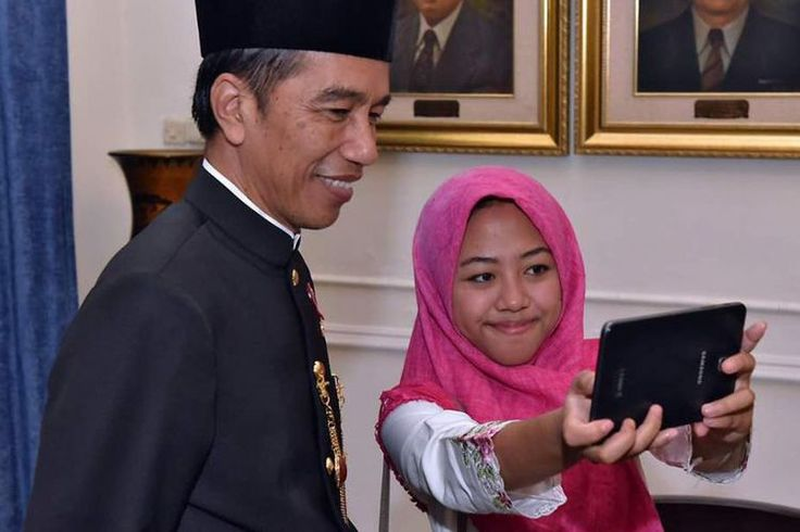 Jokowi Suka Cek Hasil Foto Selfie dengan Warga - Kompas.com