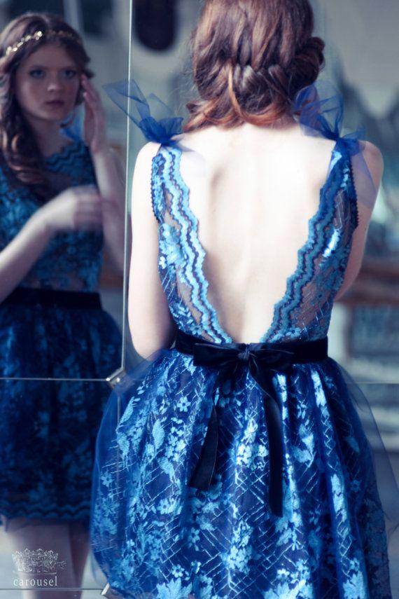 Blue lace evening dress open back dress di CarouselFashion su Etsy