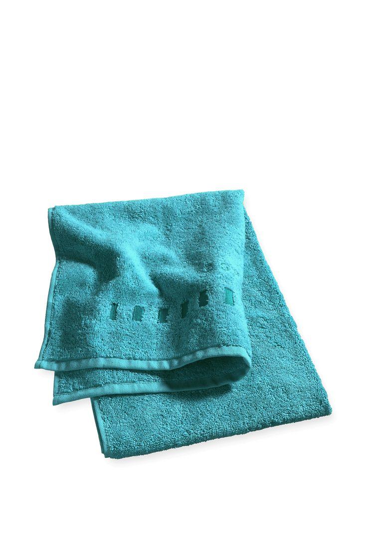 Materiál/péče:  -měkký, vysoce savý froté materiál ze 100% bavlny  Detaily:  - na jednom konci vyšité logo ve stejném tónu -všechny okraje lemované tkanou páskou