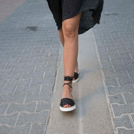 Sandales Menorquinas Popa Polace en Cuir noir et Glitter noir, bout rond et ouvert
