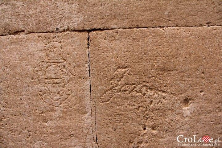 Napisy na murach  w Dubrowniku || http://crolove.pl/sredniowieczne-graffiti-w-dubrowniku/ || #Dubrownik #Dubrovnik #Chorwacja #Croatia #Hrvatska