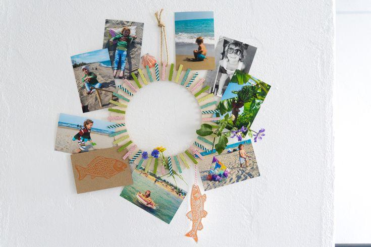 So kommen Postkarten, Fotos und Urlaubserinnerungen mit einem selbstgebastelten Kranz toll zur Geltung!