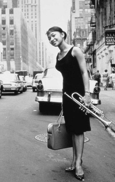 Lorraine Glover, wife of famous hardbop trumpet player Donald Byrd. (Taken by William Claxton, 1960)