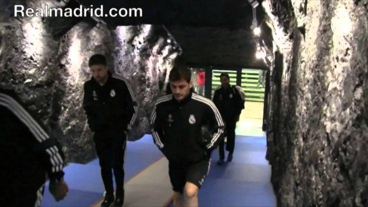 Real Madrid  BEHIND THE SCENES: El túnel de vestuarios del Veltins-Arena es una mina