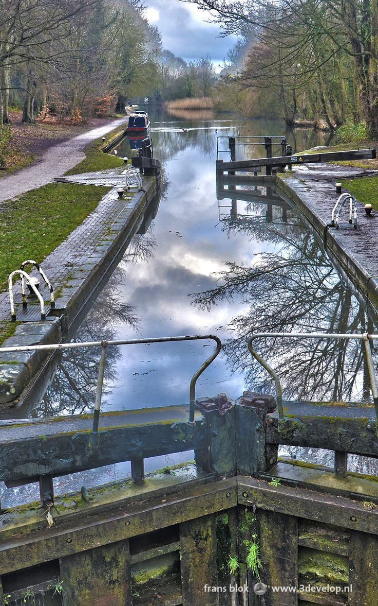 Iron Bridge Lock, Grand Union Canal, Cassiobury Park, Watford, England