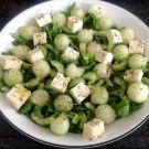 Zomerse salade van rucola, honingmeloen en feta