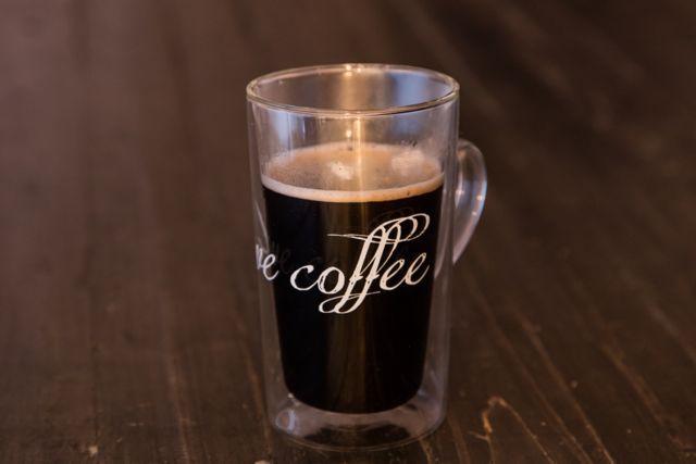 Dzięki podwójnym ściankom w szklankach Signature możesz cieszyć się gorącą kawą. A szklanka nie będzie gorąca.  http://homeandfood.eu/maisondethe