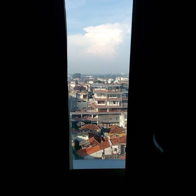 WEBSTA @ jakaanindita - Room with a view #tagsforlikes #cityscape #downtown #instanesia #tasikmalaya #bazaarrakyat #love