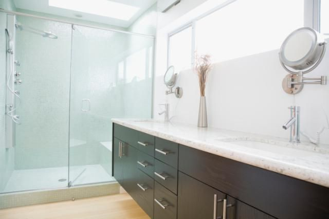 20 Bathroom Decorating Ideas You'll Fall In Love With!: Sun-Drenched Clawfoot Tub For Max Relax Time
