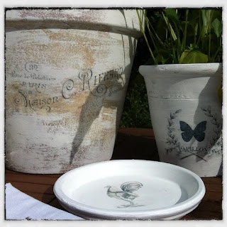 Homely Creativity: Home & Garden - Transfer artwork onto painted terra cotta pots with a reverse print and modge podge. Beautiful!
