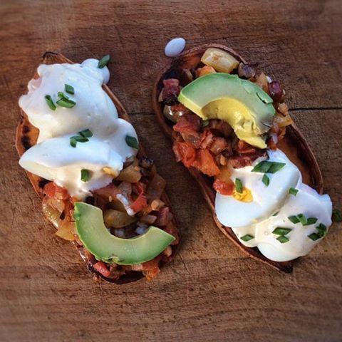 Batátové chlebíčky s vajíčkem a zeleninovou směsí