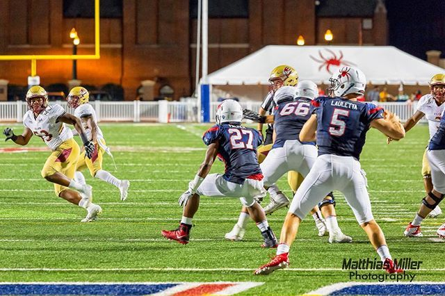 In celebration of a strong showing at the combine this week here are a couple in-game shots of @kylelauletta In this one Kyle Lauletta looks into the left flat coming out of his own end zone against Elon earlier this season. @spiderathletics @spiderfootball #spiderfootball #spiderathletics #richmondspiders #football #fcs #universityofrichmond #richmondspiders #sportsphotography #richmondphotographer #richmondva #caafootball #caa  #football #ifft #richmondphotographer…