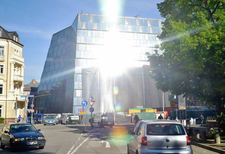 The University library with its forward and backward sloping glass facade resembling a diamond reflected the sun rays towards an adjacent traffic intersection point blinding the car drivers.