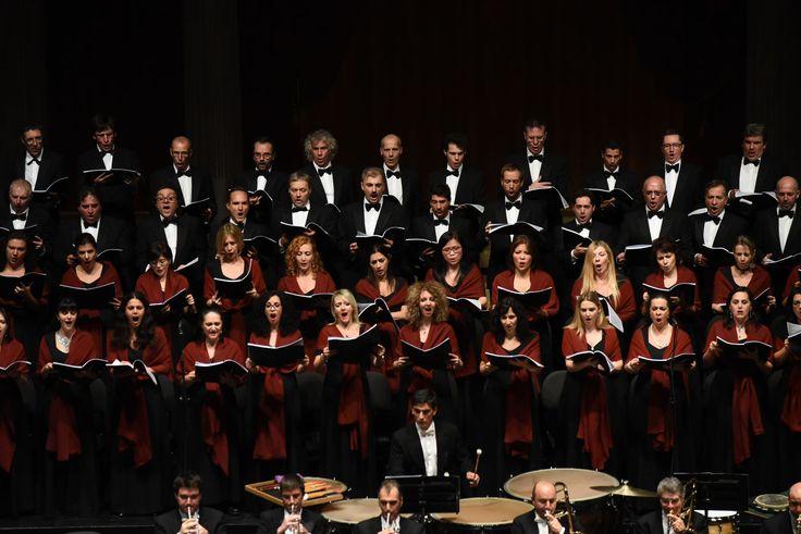 Coro del Teatro Regio di Torino diretti da Gianandrea Noseda (foto Roberto Ricci)