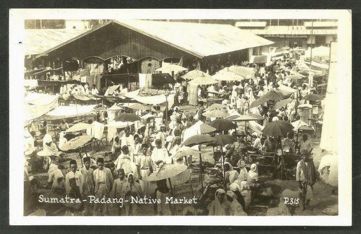 Native Market at Padang Sumatera ca 1930