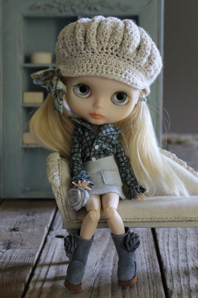Abi Monroe's creations - gorgeous!...I need this hat for my little Blythe...