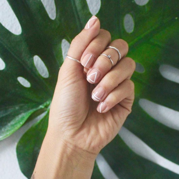 Lately we've been seeing thin stripe manis show up in our feed on a daily basis.