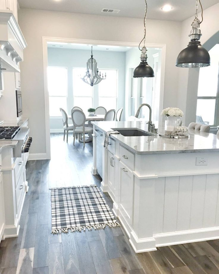 My friend Erin, from @mytexashouse has one of the most #beautiful #kitchens of #ig. See more #pictures of her #farmhousestyle #home on the #blog #today. #InteirordesignIdeas #interiors #homedecor #farmhouse #kitchen #whitekitchen #runner #diningroom #flooring #hardwood #flooring #lighting #superwhite #quartzite #sherwinwilliams #whitekitchens #kitchenisland #instahomes #beautifulhomes