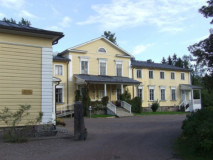 Poitsila manor in Hamina has its roots in 1460's. The manor has belonged to Poitz, Bruun and Aladin families. Empire-style main building of the manor is designed by Theodor Decker and completed in 1867. Photo: Niera/Wikipedia