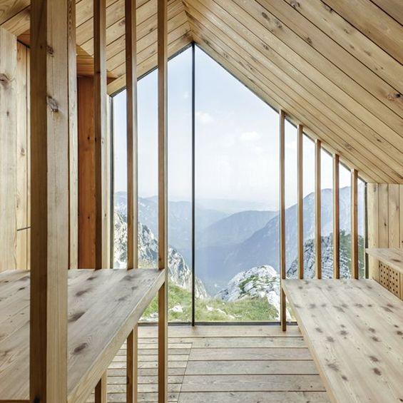 Au cœur des Alpes en Slovénie, les architectes du studio OFIS Arhitekti en collaboration avec des étudiants de Harvard University Graduate School of Design ont imaginé un refuge composé de trois modules en bois préfabriqués. Le chalenge, pour le...