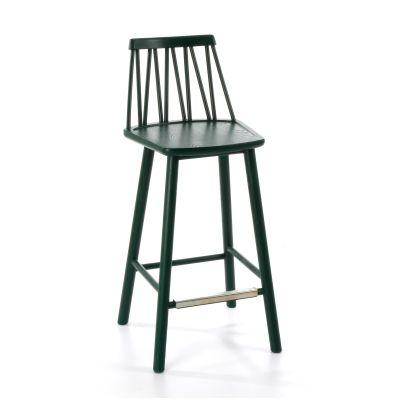 Zigzag barstol från Hans K. Zigzag är en lätt och fin barstol som finns i färgerna ek, svart, vit, blå, grön och röd. Välj även om du vill köpa till passande formsydd dyna i olika utföranden. ZigZag är en exklusiv kollektion i massivt trä, bestående av en pinnstol i modern tappning, två olika bord samt ett sideboard.