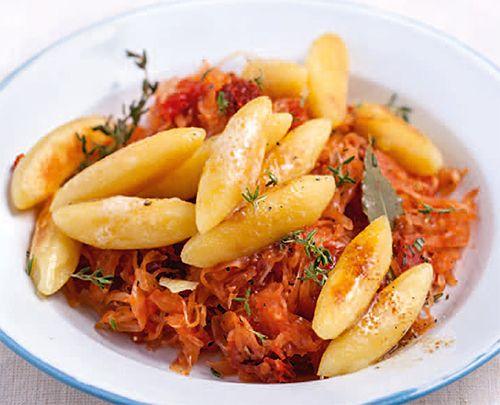 Mediterranes Sauerkraut mit knusprigen Schupfnudeln | Blog Köstlich Vegetarisch