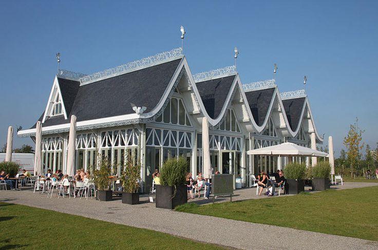 Anafora te Utrecht | Dit prachtig restaurant ligt in het hart van het Máximapark in Leidsche Rijn. Deze locatie heeft een unieke architectuur, heerlijke huisgemaakte en biologische eten en nog vele mogelijkheden om een feest te vieren. In dit prachtige gebouw met uitzicht op het water is het mogelijk om uw huwelijk te sluiten. Met aansluitend een receptie op het terras, een diner aan lange tafels en een geweldig feest. Er zijn diverse mogelijkheden om foto's te maken in de prachtige…
