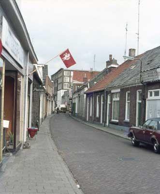 15924 1975. Tuinstraat, richting Holtjesstraat.