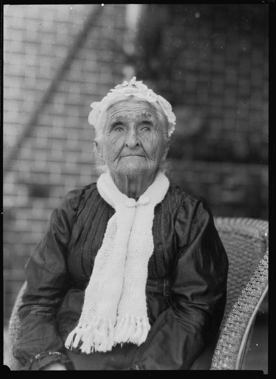 032220PD: Elderly woman wearing scarf, 1860s?  http://encore.slwa.wa.gov.au/iii/encore/record/C__Rb2353750__S032218pd__Orightresult__U__X3?lang=eng&suite=def