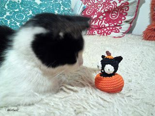 Horgolt macska tököcskében  Mirtusz : Cicajátékok - Halloween