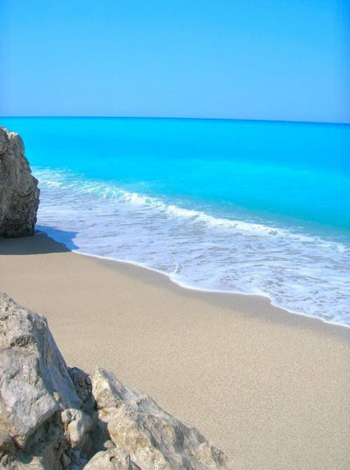 The amazing turquoise waters of Kathisma beach in Lefkada